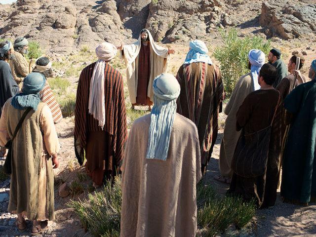 12 апостолов Христа имена: деяния и список