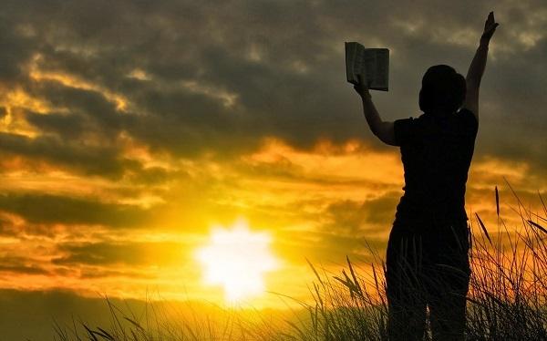 Читать утренние молитвы: на церковно - славянском, оптинских старцев, утренние и вечерние молитвы сидя
