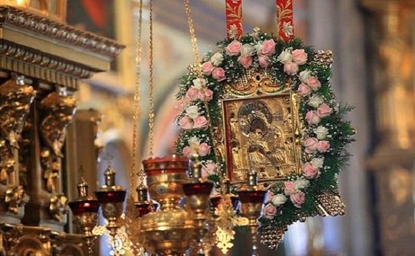 «Почаевская» икона Божьей Матери: значение, в чем она помогает