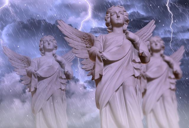 Молитва «Символ веры» для крещения: священный текст для крестной и крестного
