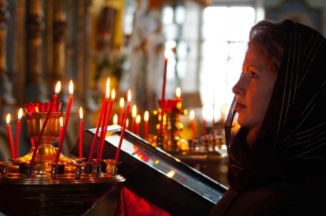 Можно ли молиться во время месячных дома: ответ