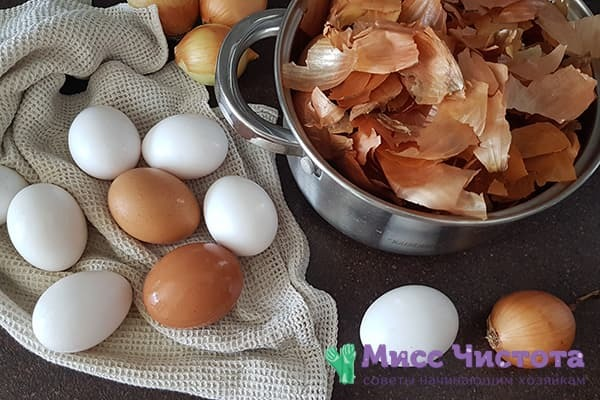 Как покрасить яйца в луковой шелухе с рисунком: пошаговый рецепт с фото