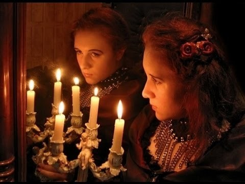 Святочные гадания на суженого: на сон, с валенком, с зеркалом, с кольцом и другие