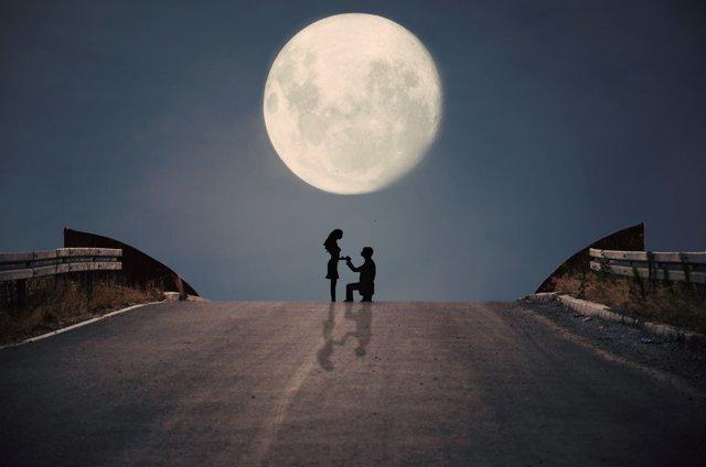 Сборник сильных приворотов на любовь мужчины, которые можно читать на растущую луну