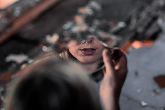 Приворот по фотографии: нюансы прочтения и выполнения ритуала своими руками