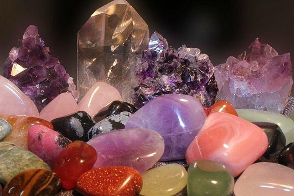 Камни-талисманы Тельца: изумруд и агат