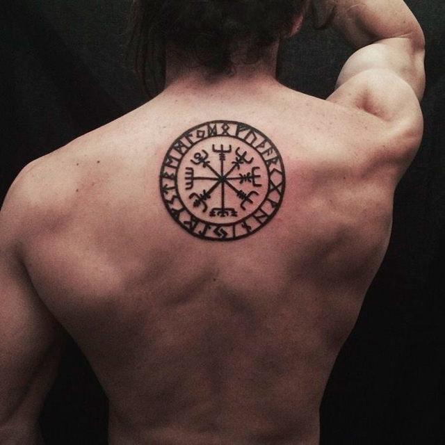 Амулет Вегвизир - рунический компас, история символа и его значение