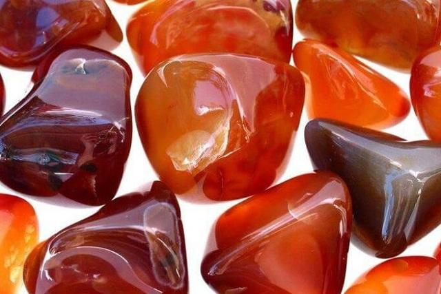 Камни-талисманы Овна: алмаз и аметист