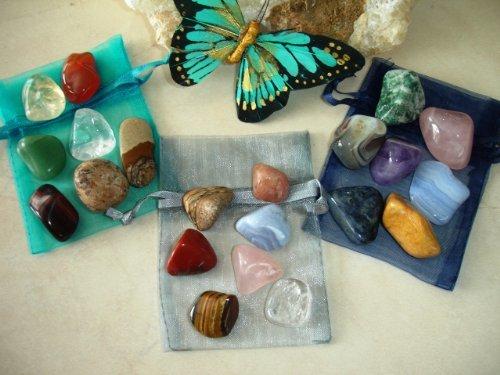 Камни по знакам Зодиака: как подобрать талисман по гороскопу