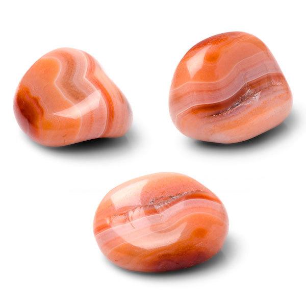 Камни-талисманы Льва: рубин и янтарь
