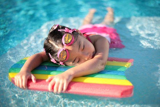 К чему снится Плавание: толкование в различных сонниках
